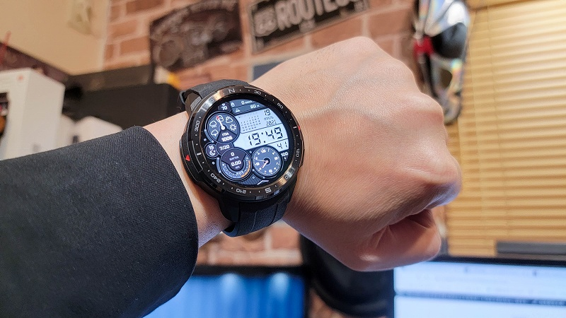 Honor Watch GS PRO 着用